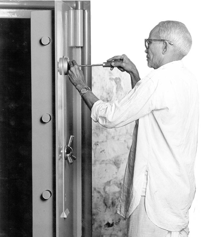 archival picture of a worker creating the Godrej safe